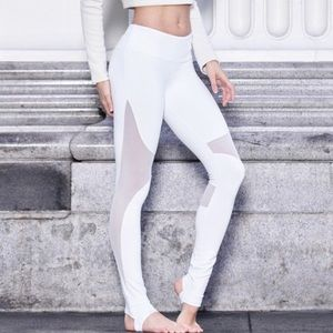 NWT Alo Yoga Coast Legging size XS in white